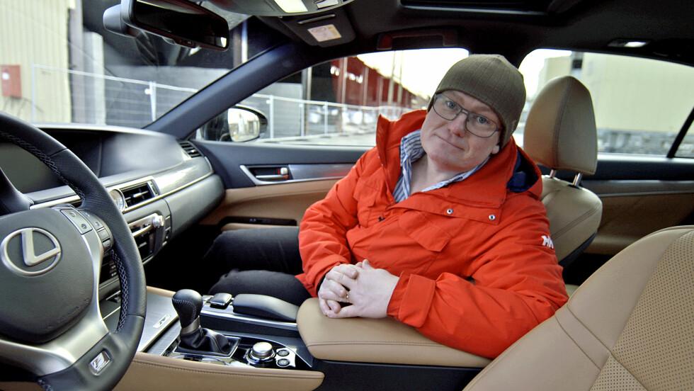 POPULÆR PROGRAMLEDER: Jan Erik Larssen har gjort suksess som programleder for bilprogrammet «Broom» på TV 2. Foto: TV 2