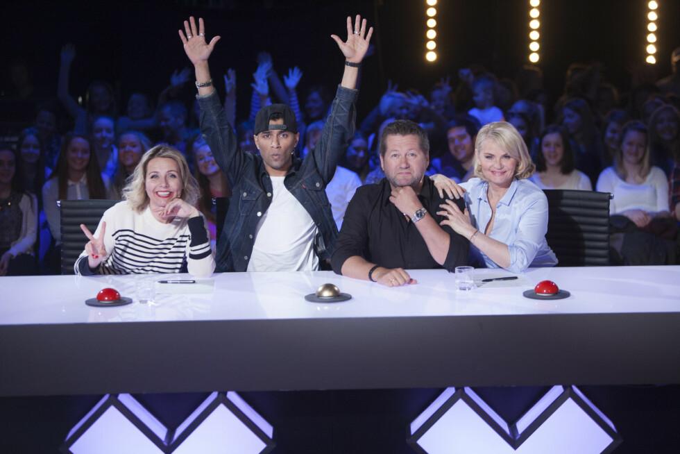 ÅRETS DOMMERE: Linn Skåber, Suleman Malik, Bjarne Brøndbo og Mia Gundersen er neste sesongs dommere i Norske Talenter. Foto: TV 2