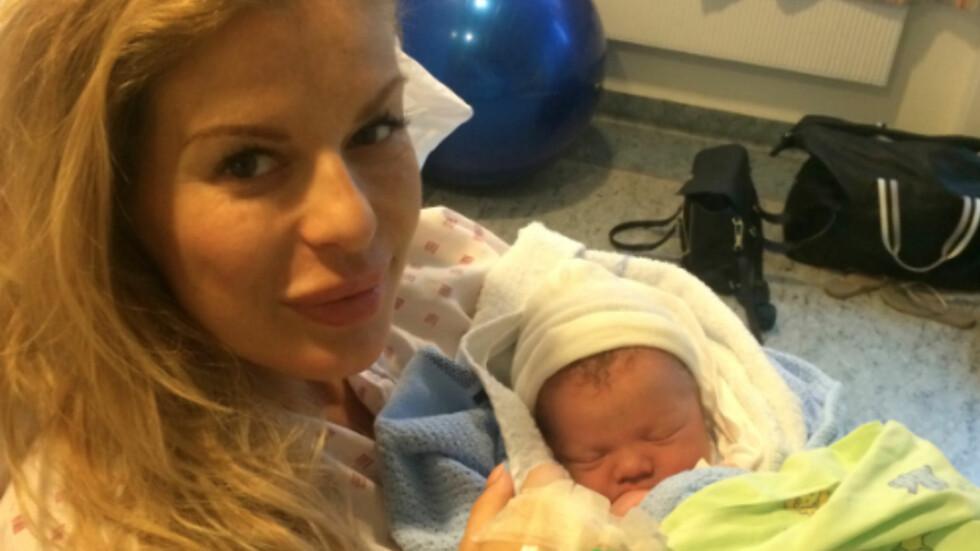 LYKKELIG TIL SLUTT: Etter 23 timer med smerter, endte det hele med stor glede da hennes førstefødte endelig kom til verden.  Foto: Privat. Bildet gjengitt med tillatelse.