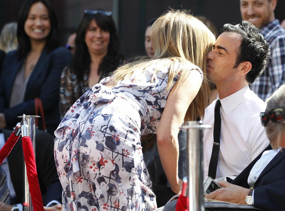 IKKE REDD FOR Å VISE FØLELSER: Når Jennifer Aniston og Justin Theroux er ute i offentligheten har de ingenting imot å vise følelser. Her fra da Aniston ble hedret med en Walk of Fame- stjerne i Hollywood i 2012. Foto: NTB Scanpix