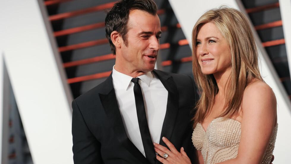 EKTEPAR: Onsdag denne uken skal Jennifer Aniston og forloveden Justin Theroux ha gitt hverandre sine ja hjemme i deres luksusbolig i Los Angeles. Dette er fra Vanity Fair-festen i forbindelse med Oscar-utdelingen i februar. Foto: NTB Scanpix