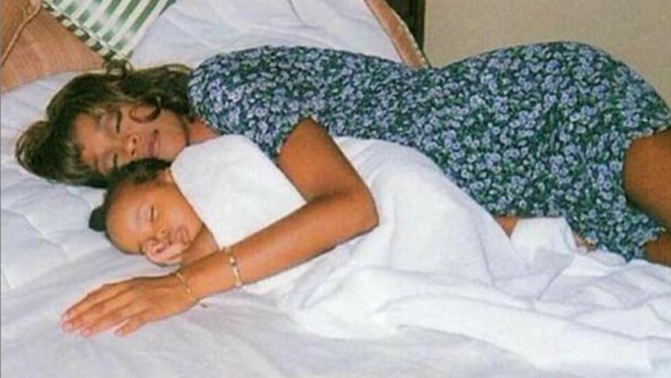 <strong>PRIVAT:</strong> Jennifer Hudson la ut dette bildet av Whitney Houston og datteren Bobbi Kristina Brown, på sin Instagram.  Foto: Instagram
