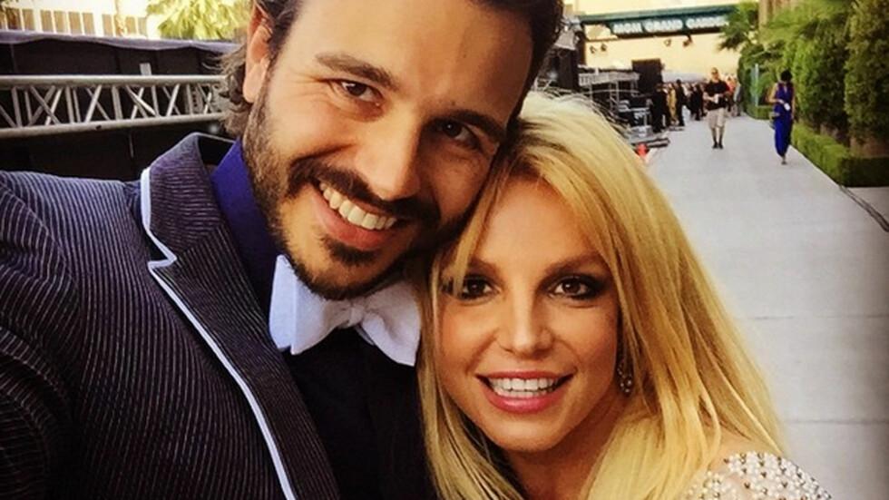 NYSINGEL: Bare en måned før det ble slutt mellom Britney Spears og Charlie Ebersol virket alt som om det var bra.  Foto: Xposure