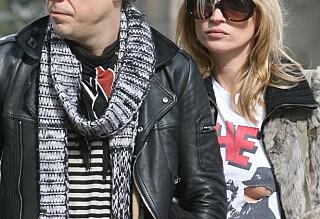 - Han venter på at Kate Moss skal be om skilsmisse