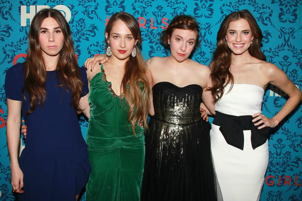 MORSOM GJENG: Sammen med (f.v) Zosia Mamet, Jemima Kirke og Allison Williams gjør Lena Dunham stor suksess i TV-serien Girls. Foto: Ap