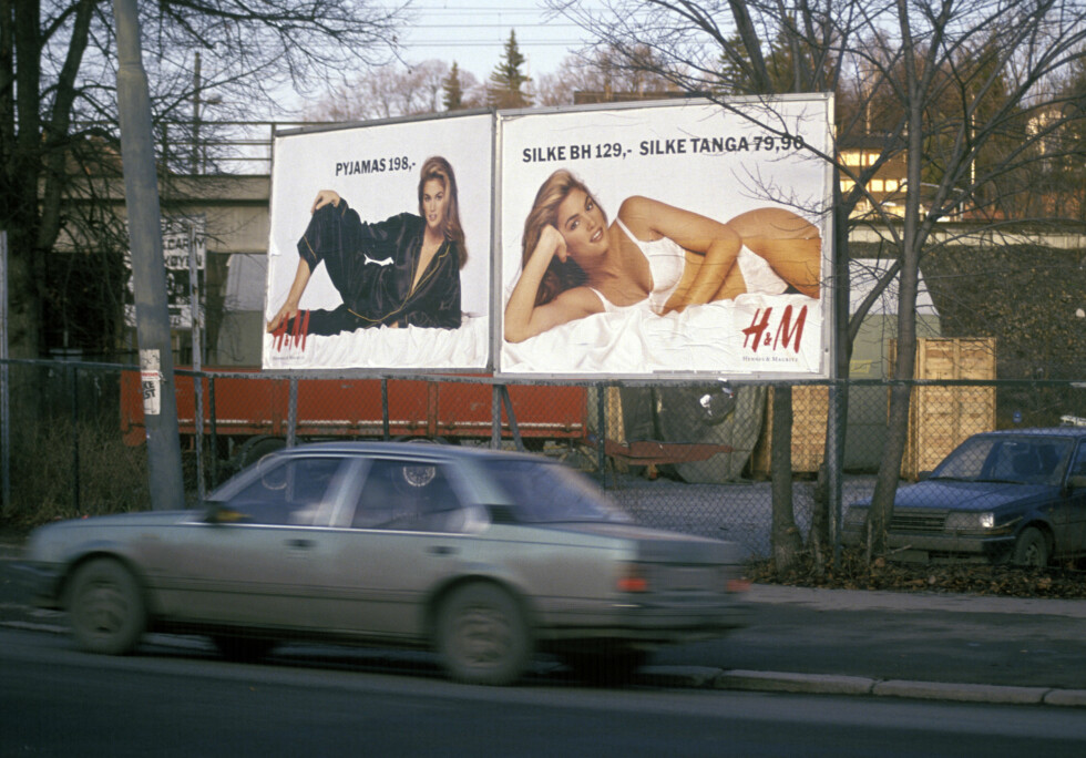 TOK NORGE MED STORM: Cindy Crawfords undertøyskampanje for H&M-kjeden før jul i 1991, førte til at mange bilister fikk problemer med å holde øynene på veien. Foto: NTB scanpix