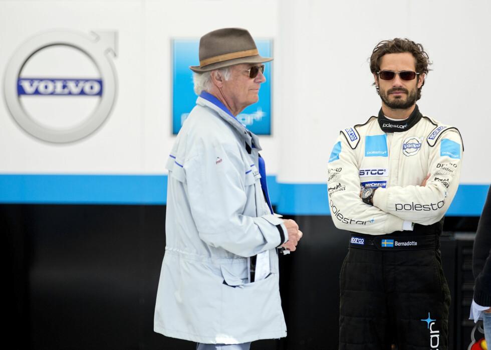 SPENT DUO: Da prins Carl Philip deltok i STCC-løpets første runde på Falkenberg fredag, var kong Carl Gustaf ivrig tilskuer.  Foto: TT NYHETSBYRÅN
