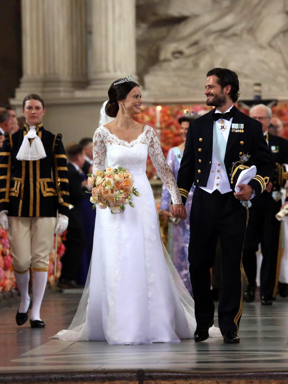 MERKEDAG: Lørdag 11. juli var det akkurat fire uker siden Sofia og Carl Philip endelig ble smidd i hymens lenker i Slottskyrkan i Stockholm. Denne dagen sikret prinsen sin første seier i STCC, med kona som tilskuer.  Foto: Danapress