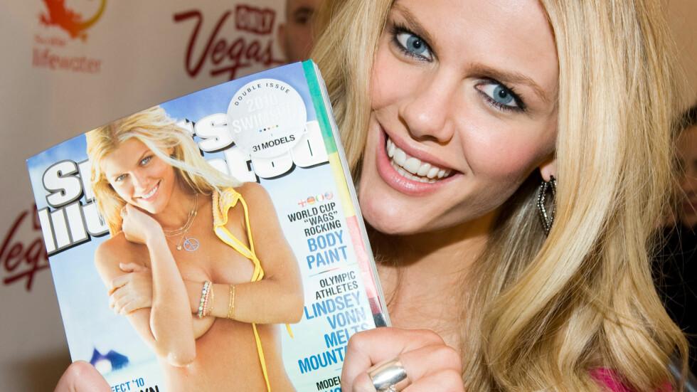 ETTERTRAKTET: Brooklyn har blant annet vært på coveret av Sports Illustrated. Her poserer blondinen stolt med bladet i 2010. Foto: Scanpix
