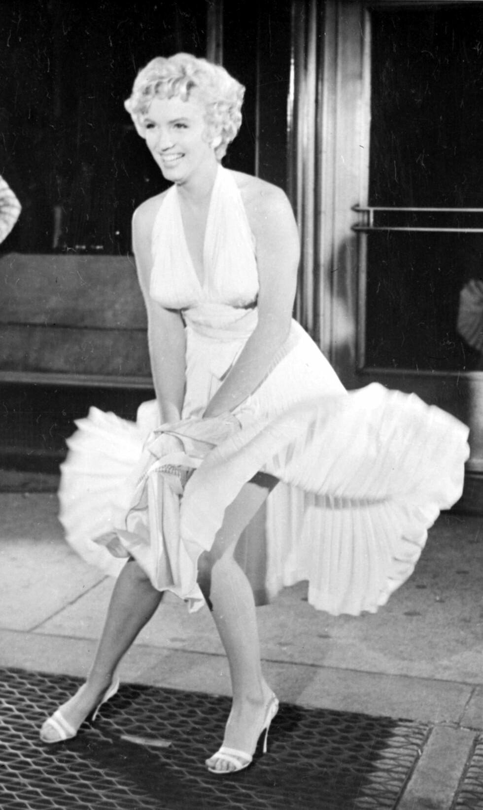 KLASSIKER: Bildet av Marilyn Monroe som opplevde at skjørtet blåste opp da hun stod over en rist med varmluft i 1954, er blitt en del av historien.  Foto: Topfoto