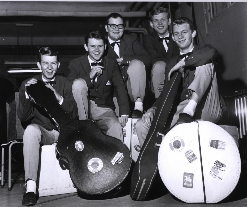 <strong>LANG FARTSTID:</strong> Dizzie Tunes spilte og showet sammen fra 1959 til 2001. Her poserer (f.v) Tor Erik Gunstrøm, Yngvar Numme, Øivind Klingberg, Einar Idland og Svein Helge Høgberg sammen tidlig på 1960-tallet.  Foto: NTB scanpix
