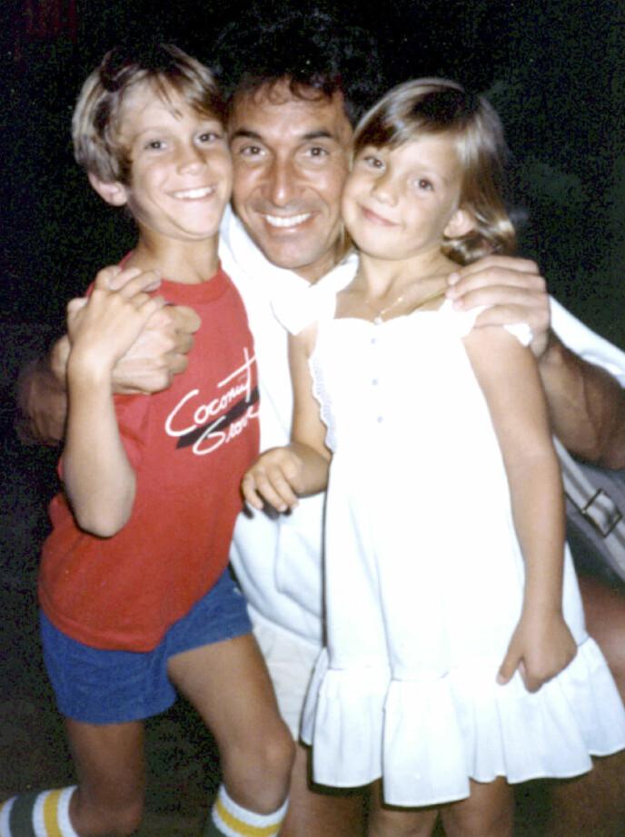 FØR: Det var ikke noen problemer da Oliver og Kate var små. Her sammen med faren Bill i 1984.  Foto: NTB scanpix