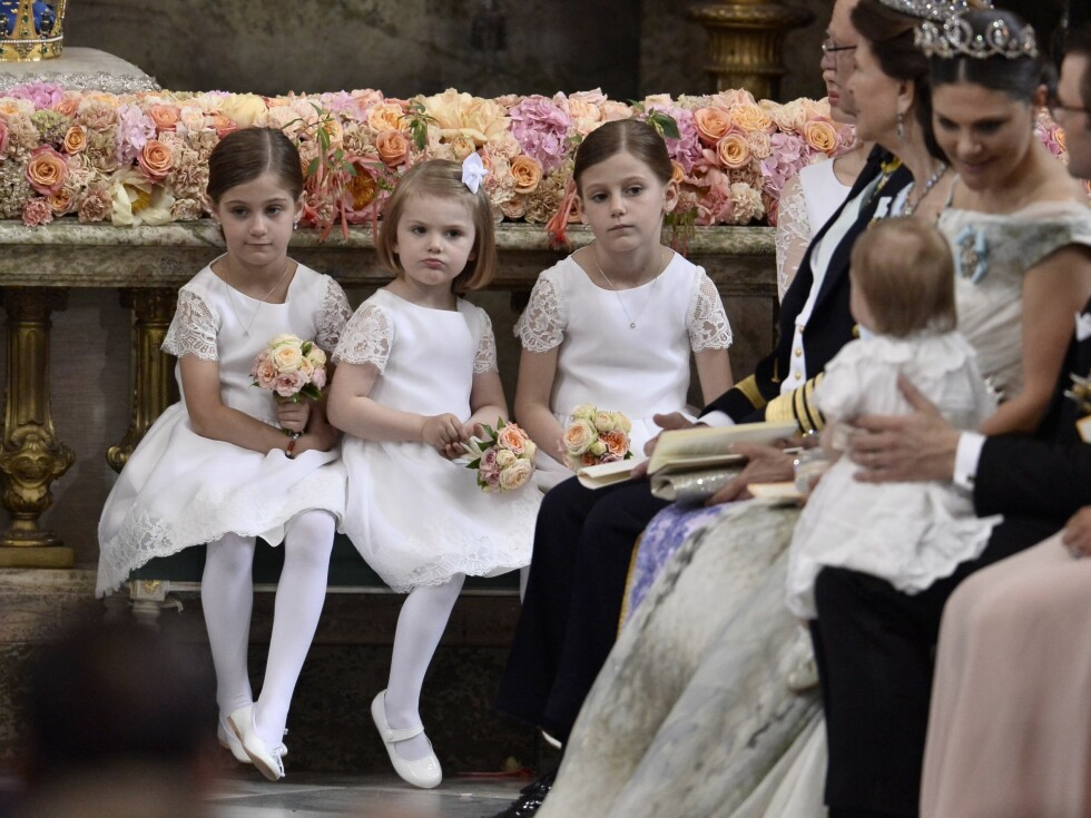 BRUDEPIKER: Lille Estelle var brudepike for onkel og tante, sammen med Tärnorna Chloé og Anais Sommerlath. Foto: NTB Scanpix