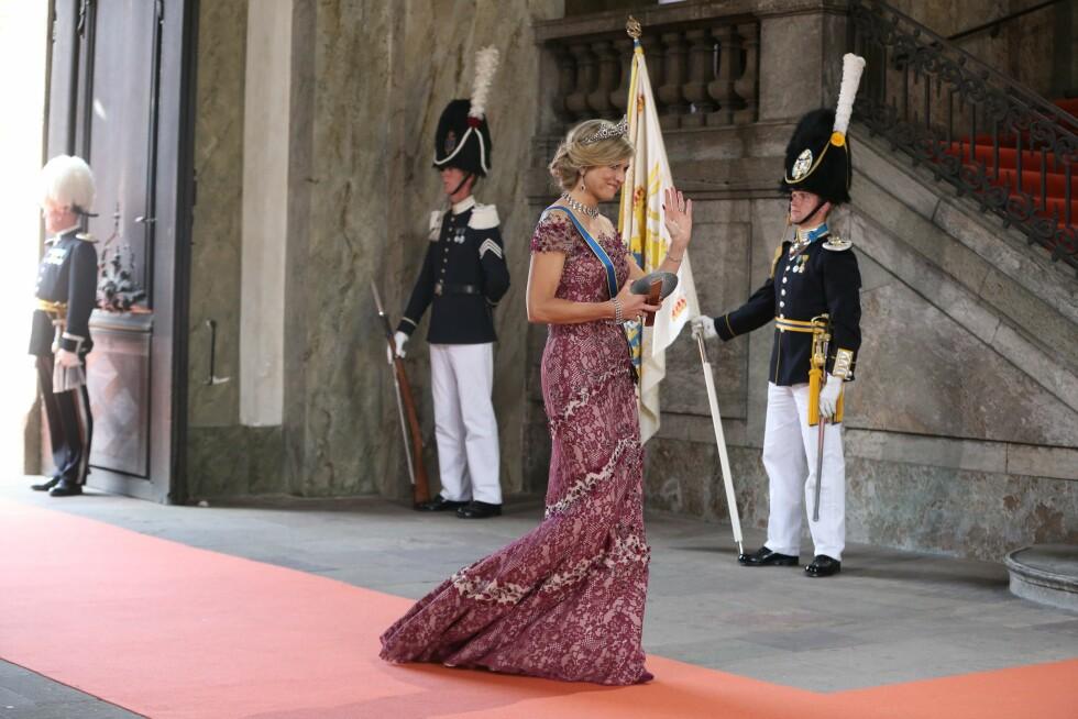 ALENE: Den nederlandske dronningen, Maxima, ankom prinsebryllupet uten ektemanne. Hun fikk terningkast seks av Se og Hørs kongehusekspert Caroline Vagle. Foto: NTB Scanpix