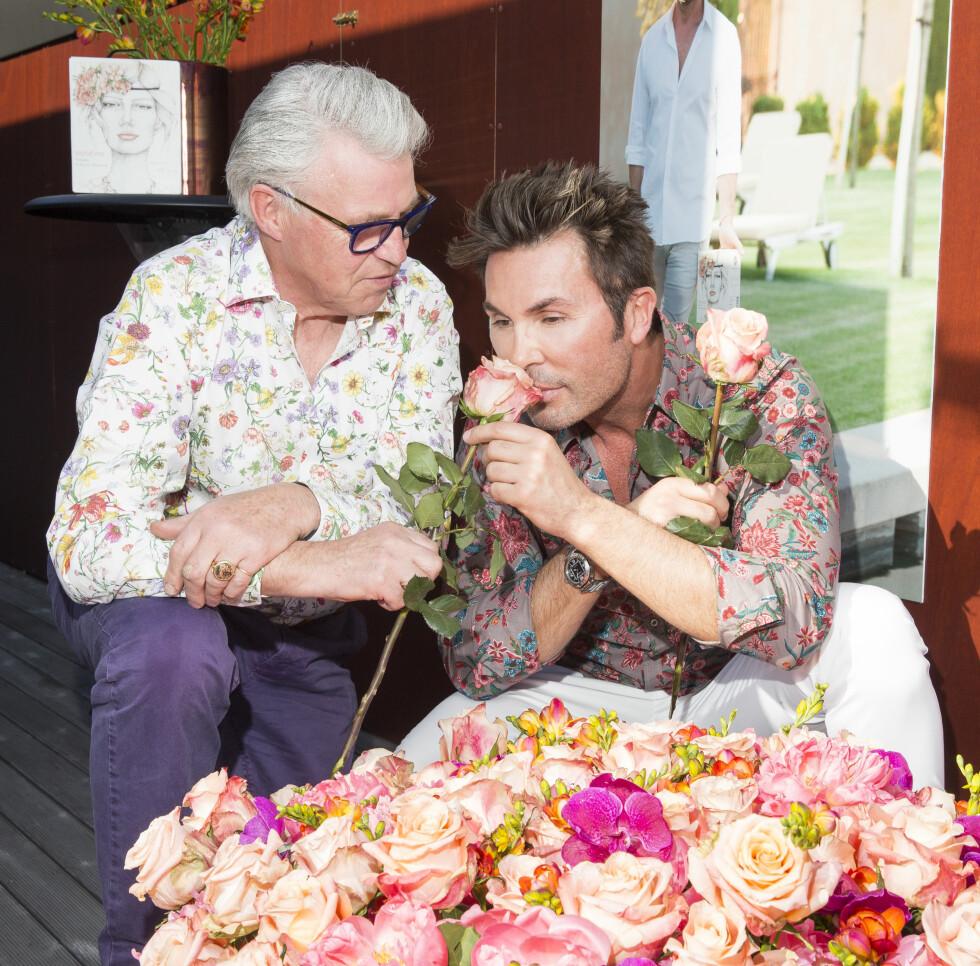POPULÆR: Finn Schjøll tror Sofia velger fargeinnslag i brudebuketten. Her er han fotografert med Jan Thomas på sin egen vinlansering Foto: Espen Solli