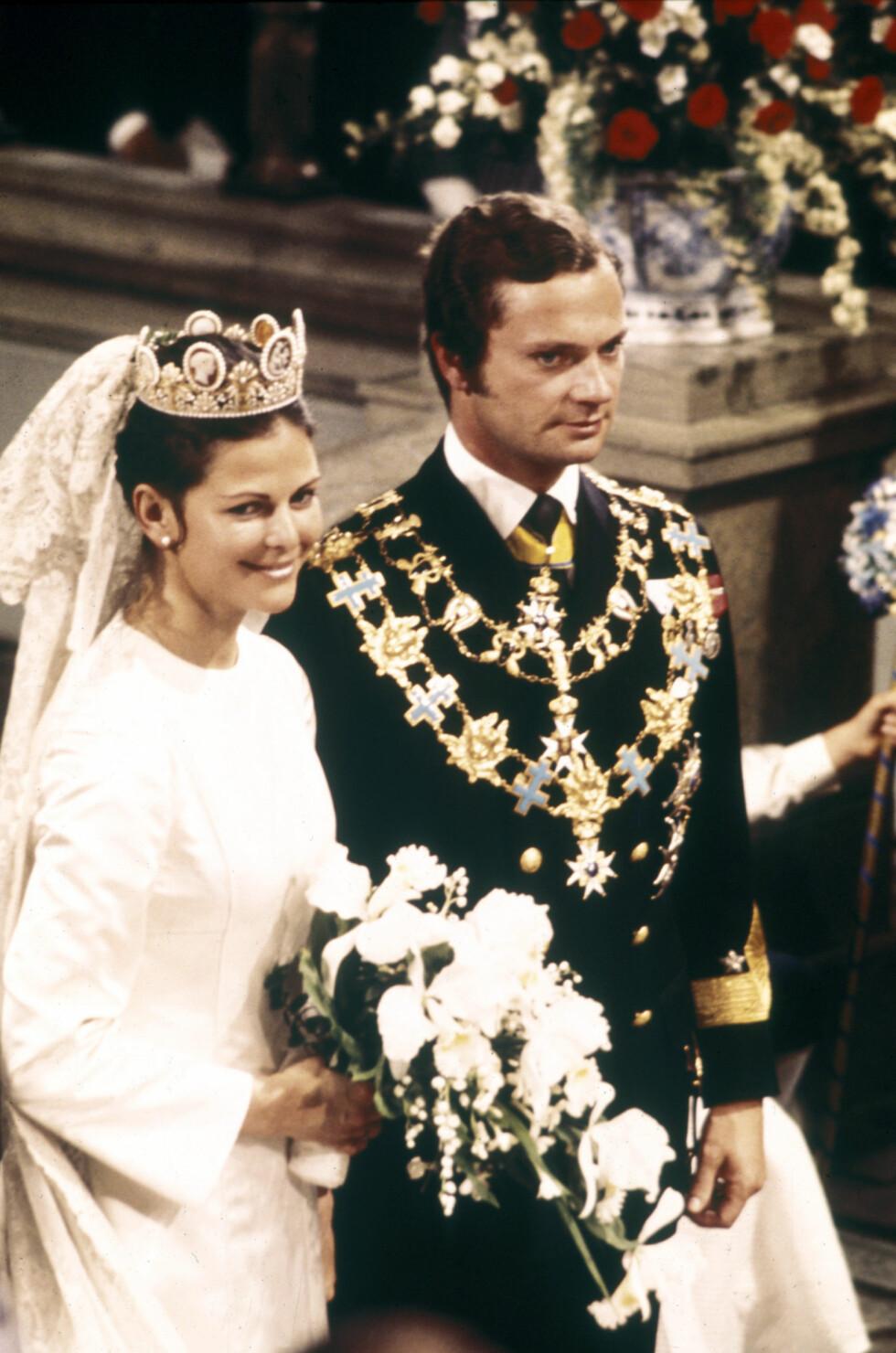 KJEKK BRUDGOM: Prins Carl Philip har arvet de mørke lokkene til pappa Carl Gustaf, som her er avbildet på bryllupsdagen med Silvia i 1976.  Foto: TT NYHETSBYRÅN