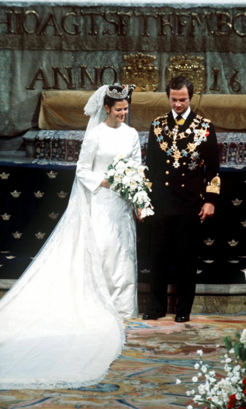 HØYTIDELIG: Mange millioner TV-seere fulgte vielsen mellom den relativt ferke kongen og hans brasiliansk-tyske forlovede i Storkyrkan sommeren 1976. Foto: Scanpix Sweden