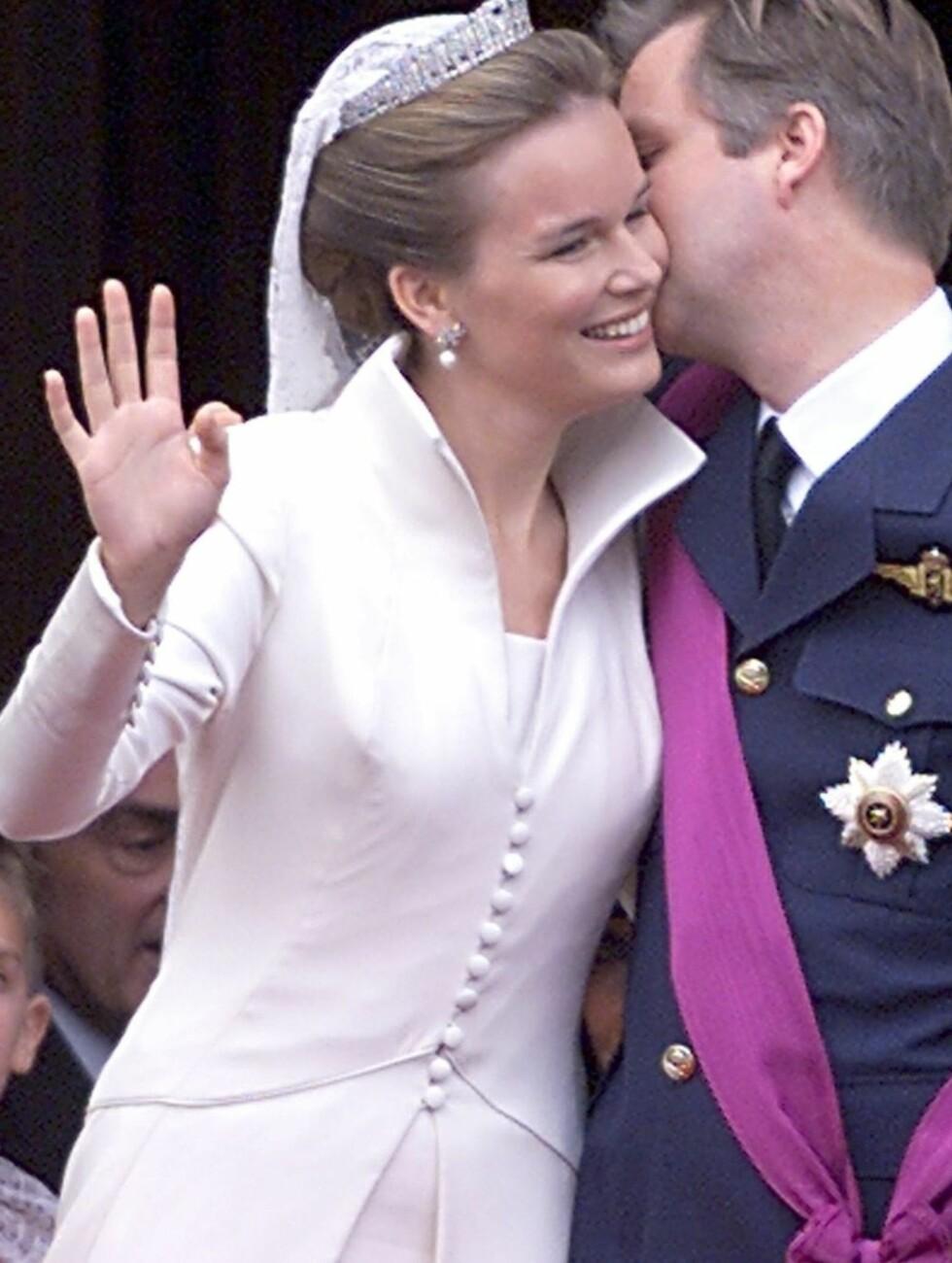 BELGISK: Kronprinsesse Mathilde av Belgia valgte en enkel kjole med lang kåpe fra belgiske Edouard Vermeulen. Foto: Stella Pictures