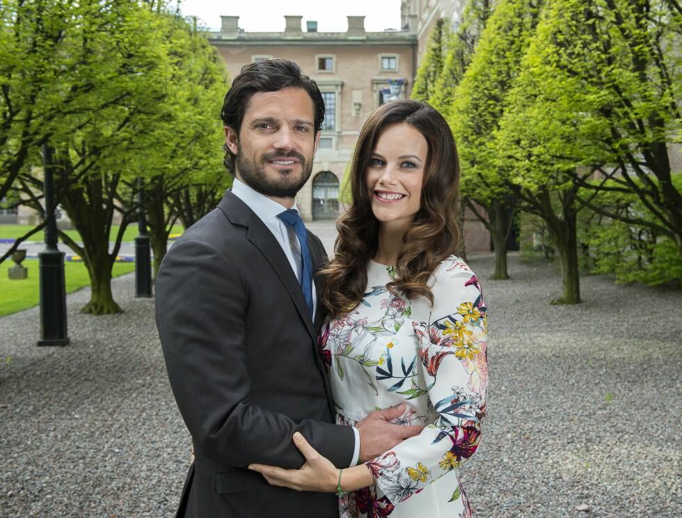 INVITERER: Carl Philip og Sofia skal rocke med Mette-Marit, Haakon, Märtha og Ari på den private festen fredag kveld. Foto: TT NYHETSBYRÅN