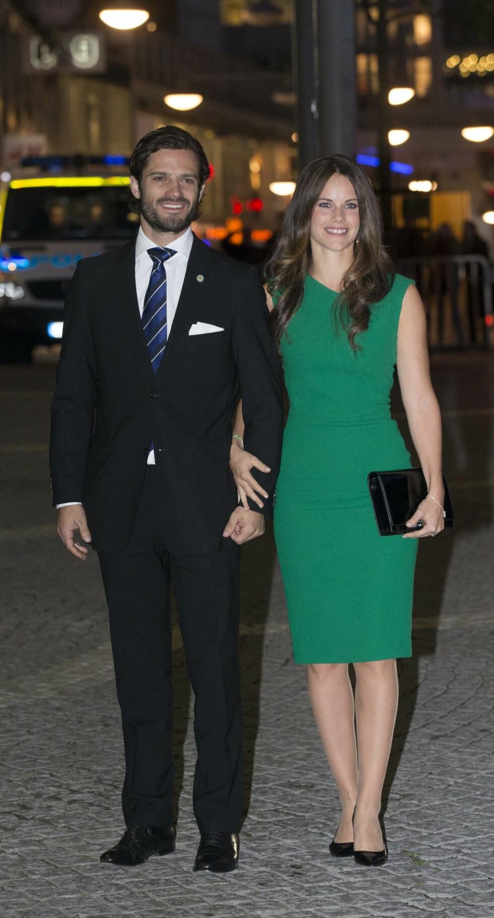 HØSTEN 2014: Sofia Hellqvist gikk også for en fargesterk kjole da hun og Carl Philip var på konsert i Stockholms konserthus i slutten av september.  Foto: Aftonbladet