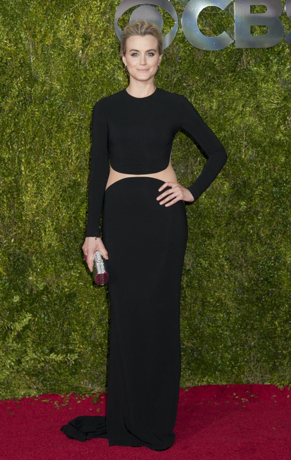 IKKE I ORANSJE: «Orange is the New Black»-stjernen Taylor Schilling gikk for en sort Michael Kors-kjole på årets Tony Awards.  Foto: wenn.com