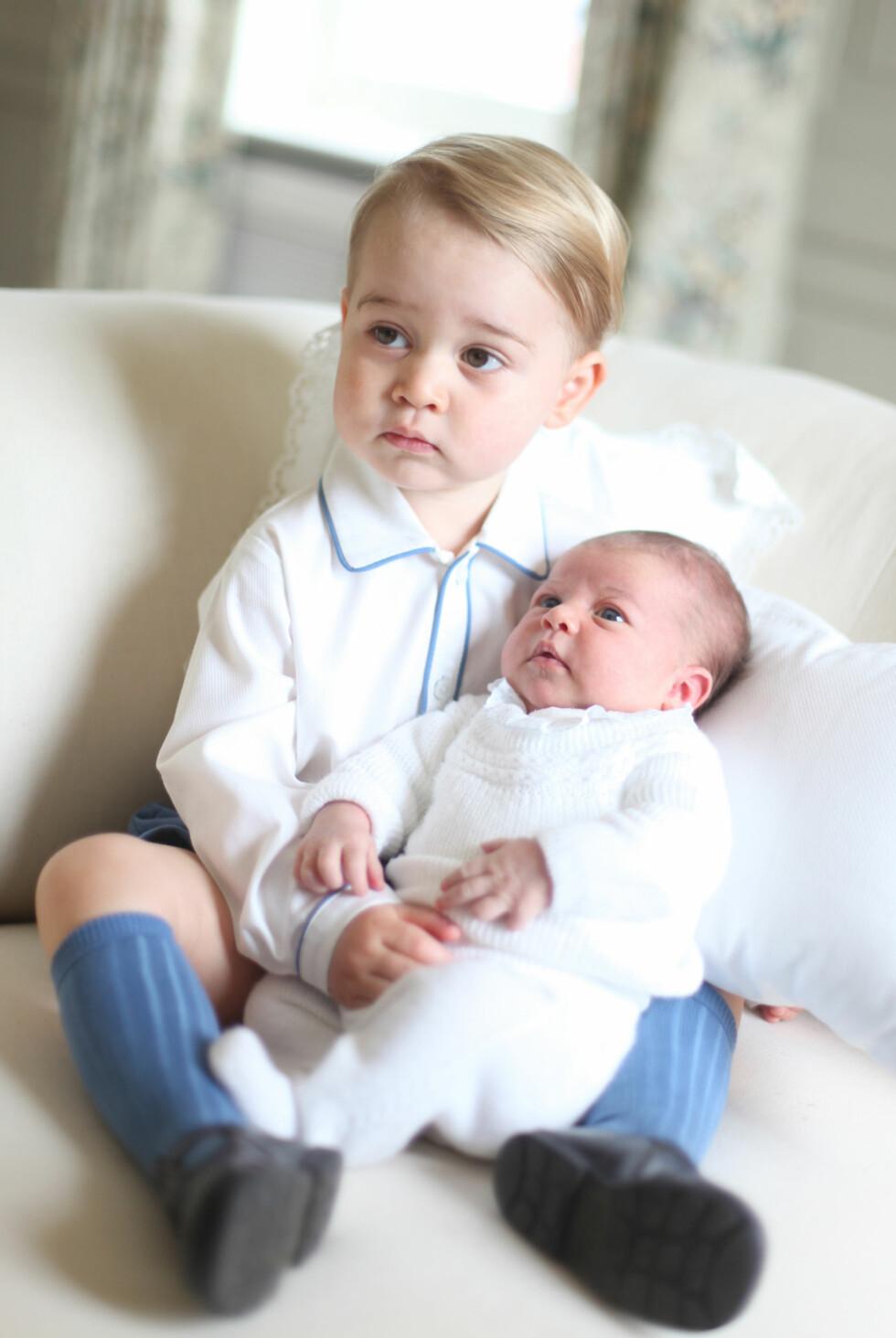 PRIVAT: Dette bildet delte kongefamilien på twitter. Foto: Ap