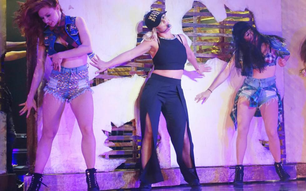 I LAS VEGAS: Britney Spears har fått forlenget showkontrakten sin i Las Vegas til ut 2017. Tidligere i år ble også Mariah Carey med i artiststallen i Syndens by. Her er Britney i aksjon på Axis Theatre på Planet Hollywood Hotel i april.  Foto: Matt Baron/BEI/Rex Features