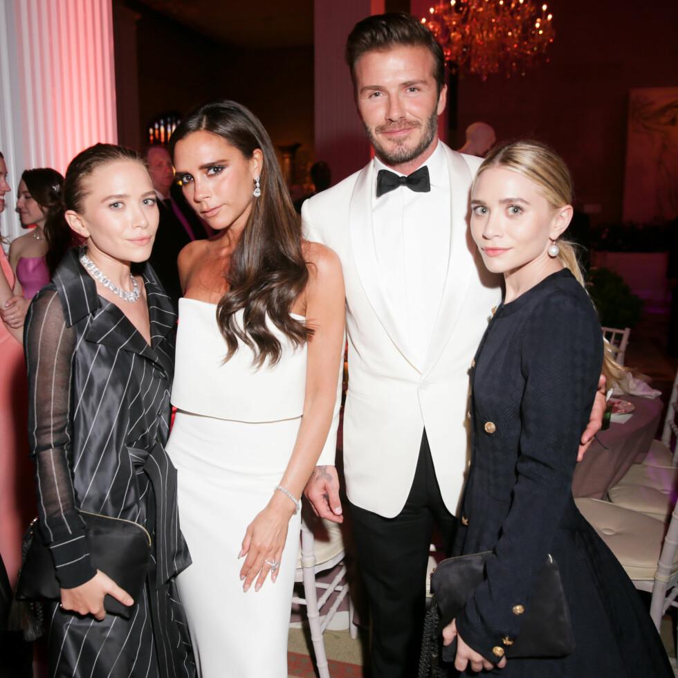 MOTEGURUER: Ashley og Mary-Kate Olsen sammen med Victoria og David Beckham på MET-gallaen i New York i mai 2014. Dengang var det i hvert fall ikke sure miner mellom dem!  Foto: SipaUSA