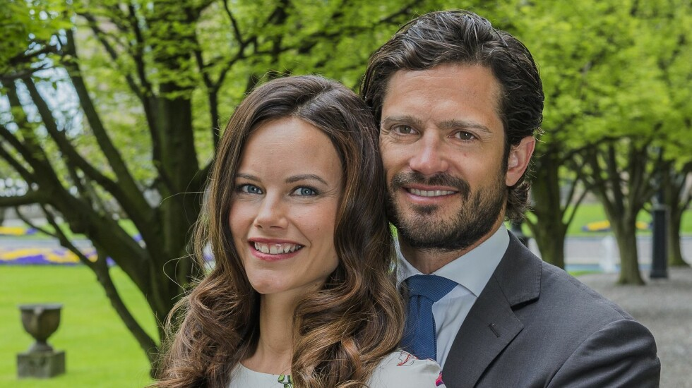 ÅPNER SEG OPP: Sofia Hellqvist og prins Carl Philip snakker om sitt første møte. Skal man tro det kommende ekteparet, var det kjærlighet ved første blikk. Foto: TT NYHETSBYRÅN