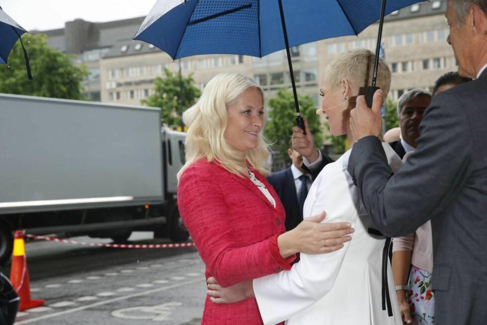 HJERTELIG GJENSYN: Kronprinsessens møte med Gunhild var preget av glede. Foto: Andreas Fadum, Se og Hør
