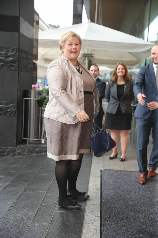 PÅ PLASS: Statsminister Erna Solberg føyet seg inn i rekken av store navn som er med på Stordalens konferanse. Foto: Andreas Fadum, Se og Hør