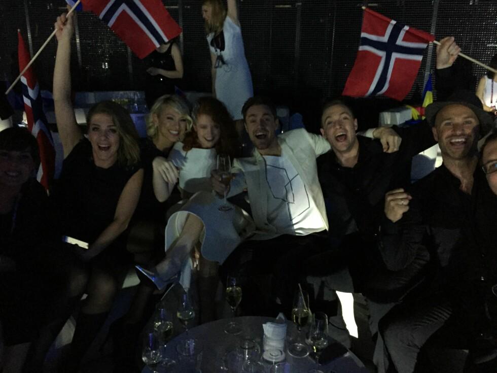 SLAPP JUBELEN LØS: Mørland og Debrah Scarlett var fornøyd med egen innsats på Eurovision-scenen. Foto: NRK