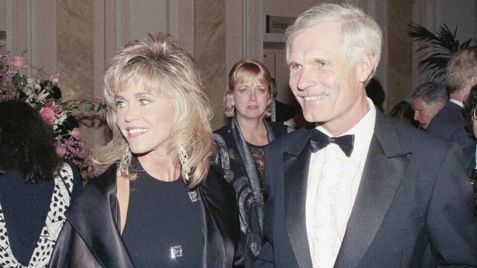HOLDER SEG GODT: Det er ingen tvil om at årene har vært snille med Jane Fonda; her er hun med sin tidligere ektemann, Ted Turner, i 1990. Foto: Ap