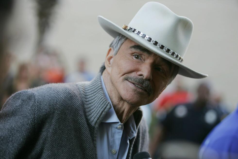 <strong>SPREKERE:</strong> På et arrangement i Tampa, Florida i mars 2011, var Burt Reynolds lettere å gjenkjenne. Foto: Zuma Press