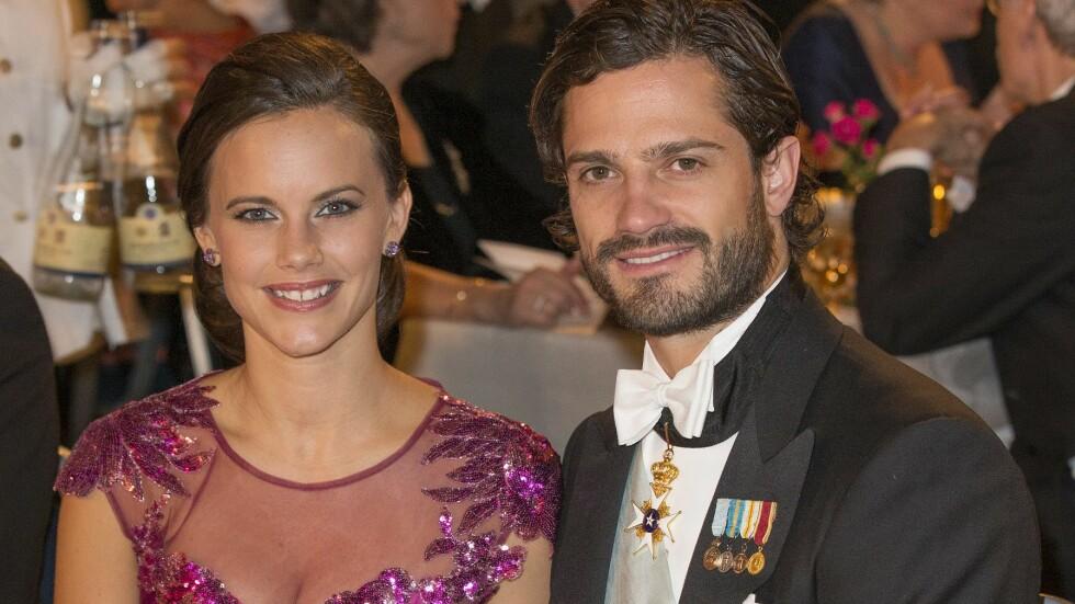 SNART MANN OG KONE: Det er bare fem uker til Sofia Hellqvist og prins Carl Philip skal gi hverandre sine ja. Her er duoen sammen under en Nobel-middagen i Stockholm i fjor.  Foto: Aftonbladet