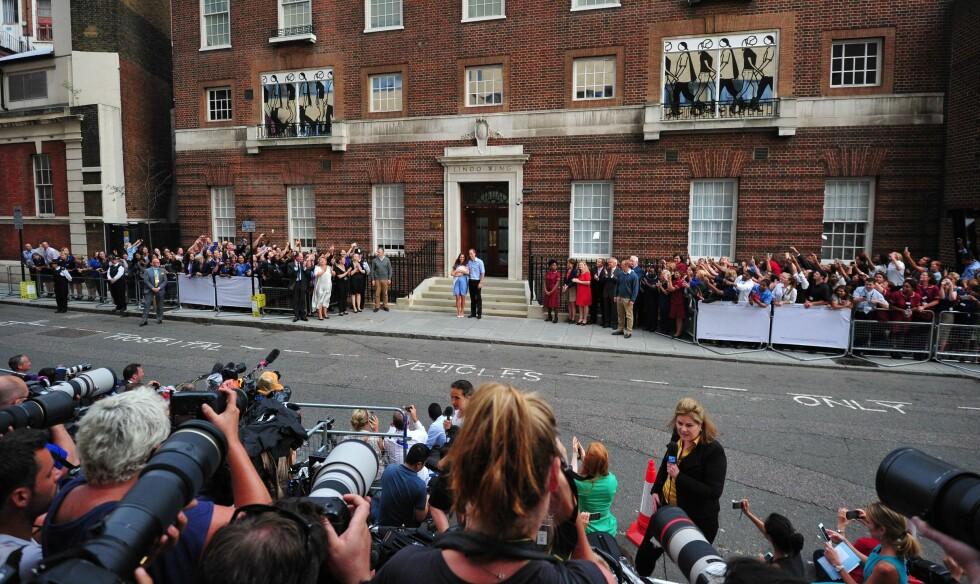 Da Kate og William kom ut med lille George 23 juli for to år siden sto verdenspressen klar. Foto: Afp