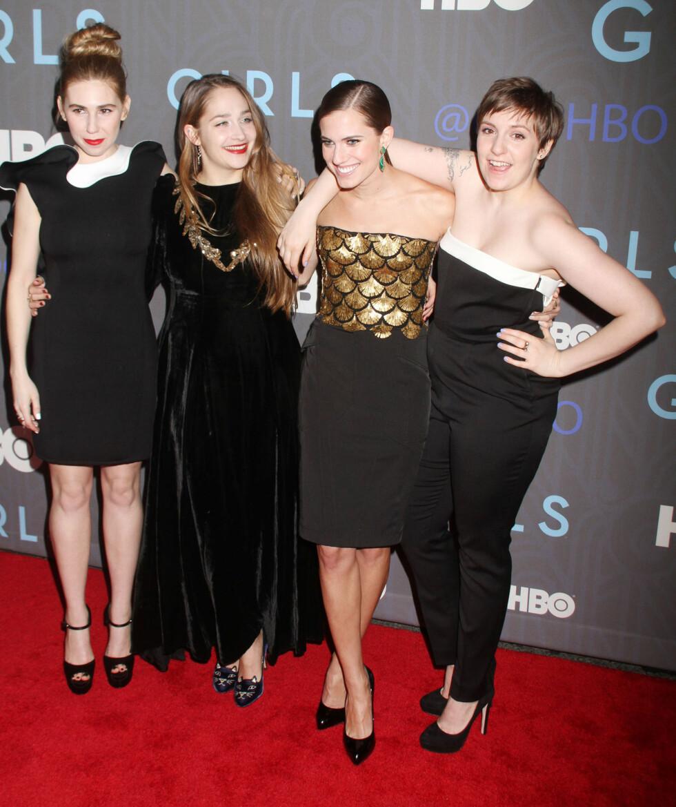 MORSOM GJENG: Sammen med (f.v) Zosia Mamet, Jemima Kirke og Allison Williams gjør Lena Dunham stor suksess i TV-serien Girls.  Foto: Stella Pictures