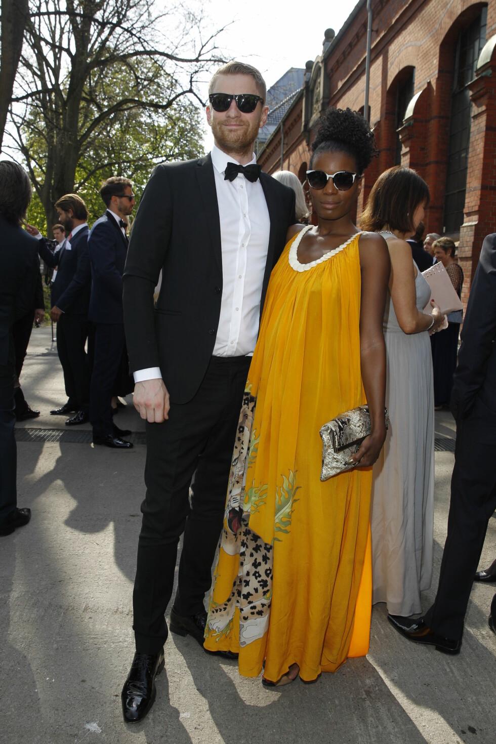 FARGERIKE: Odd-Magnus Williamson kom sammen med sin kjære Tinashe Bakasa Roll. Foto: Andreas Fadum, Se og Hør