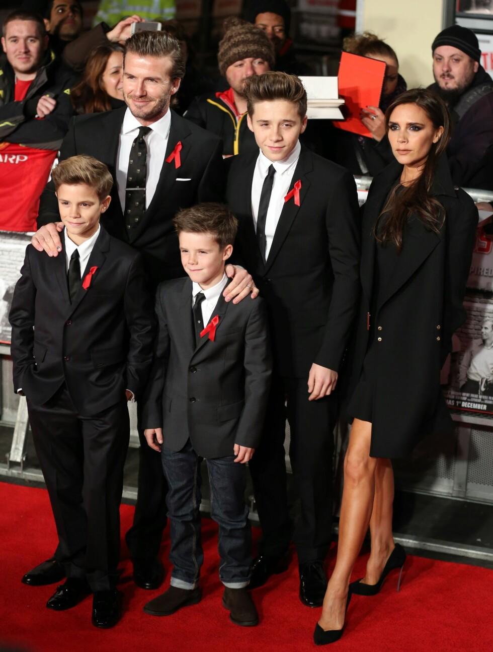 TETT KNYTTET FAMILIE: Victoria Beckham er svært stolt av sine barn (f.v) Romeo, Cruz og Brooklyn, samt ektemann David.  Foto: Pa Photos