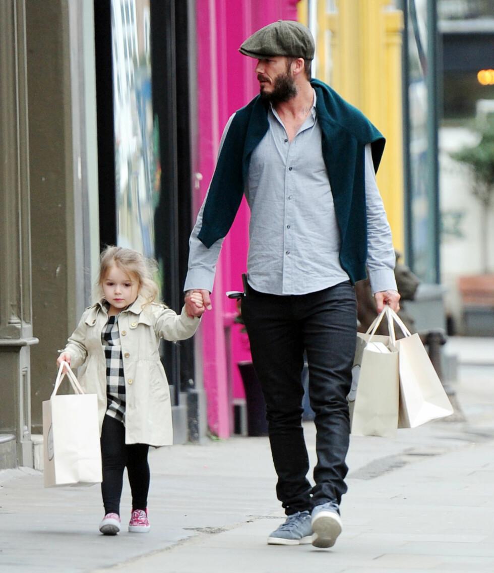 PAPPAJENTE: Lille Harper elsker både å shoppe og å bli skitten i røff lek med sine tre storebrødre. Foto: Xposure