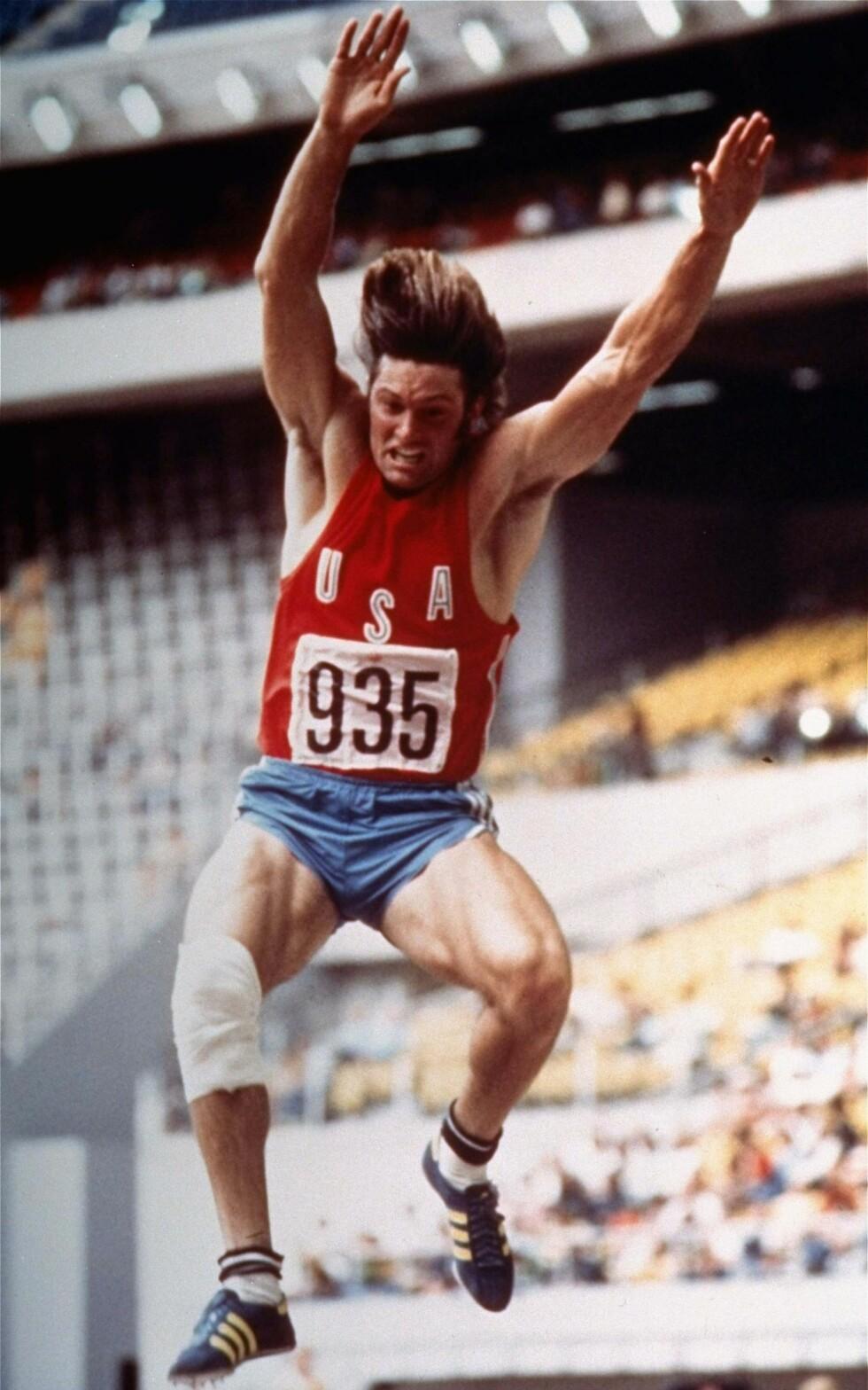 SPORTY: Den tidligere friidrettsstjernen Bruce Jenner fotografert under sommer-OL i Canada i 1976. Jenner vant gullmedalje i tikamp.  Foto: NTB Scanpix