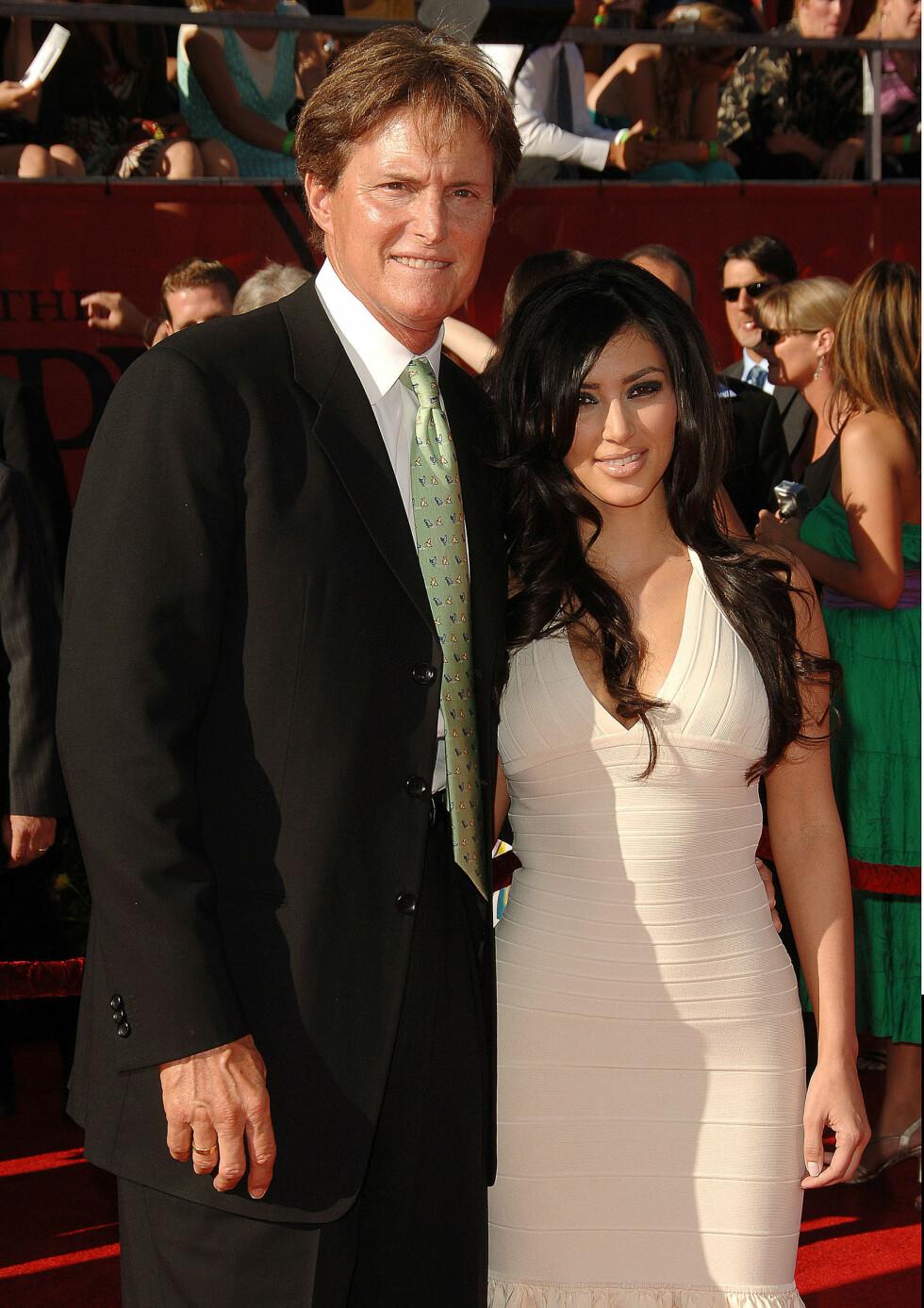 DA DET HELE STARTET: Bruce Jenner og Kim Kardashian avbildet på rød løper på begynnelsen av 2000-tallet.   Foto: NTB Scanpix