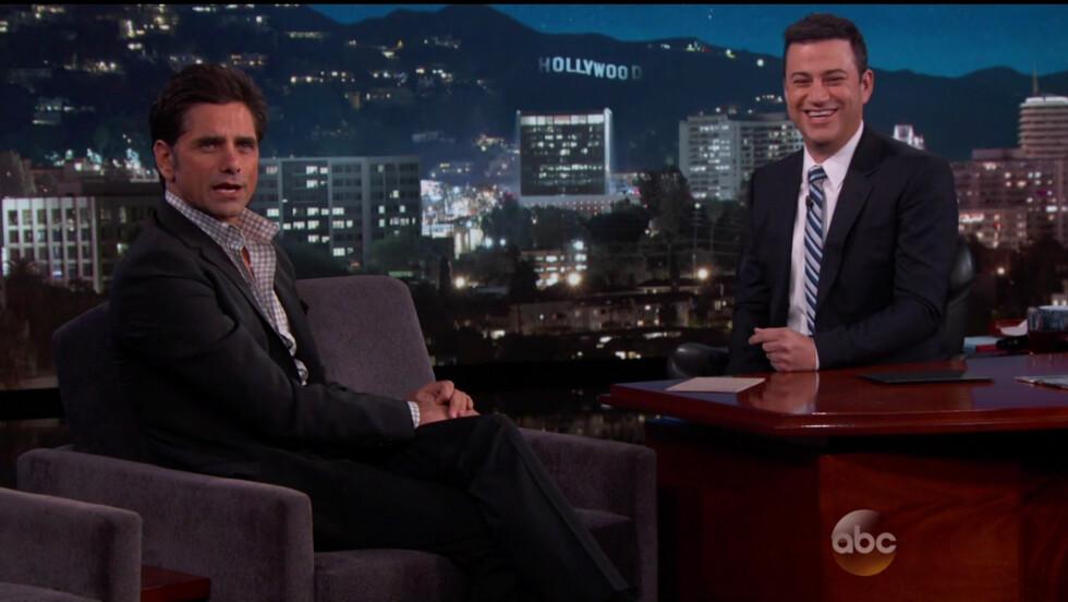 SLAPP KATTA UT AV SEKKEN: Det var da John Stamos besøkte «Jimmy Kimmel Live!» mandag kveld, at han avslørte at «Under samme tak» gjenopplives i en ny serie.  Foto: wenn.com