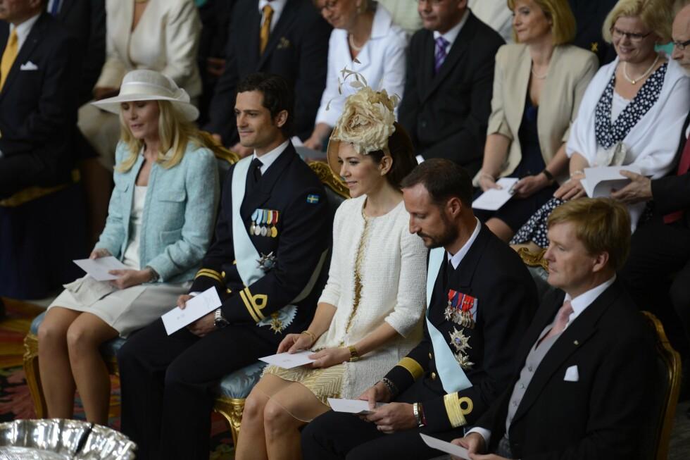 ER INVITERT?: Prins Carl Philip (t.v) har trolig både Danmarks kronsprinsesse Mary og Norges Kronprins Haakon på gjestelisten til bryllupet sitt. Her er de med prins Daniels søster Anna Westlig Söderström og Nederlands kronprins Willem-Alexander (t.h) i prinsesse Estelles dåp i Slottskyrkan i 2012. Foto: TT NYHETSBYRÅN