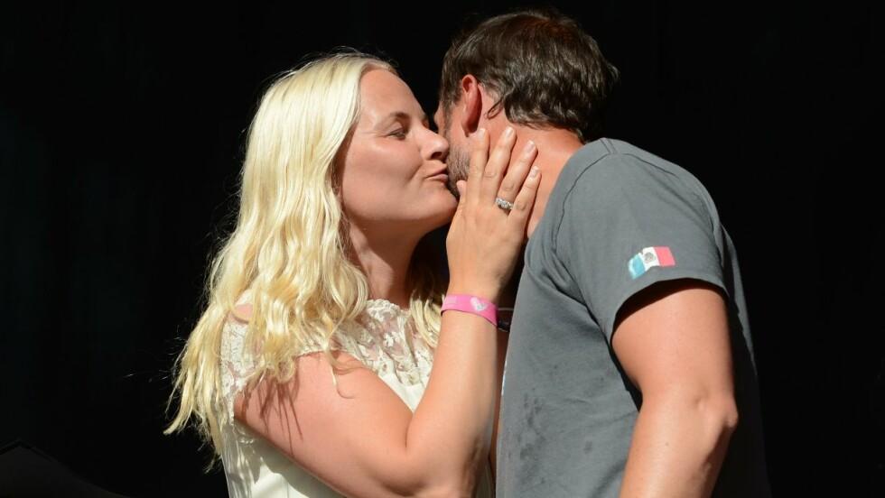 ROMANTISK FERIE: Haakon og Mette-Marit la årets påskeferie til Mexico, hvor de kysset på stranden, skriver Bunte. Her fra Haakons 40-årsdag. Foto: NTB scanpix