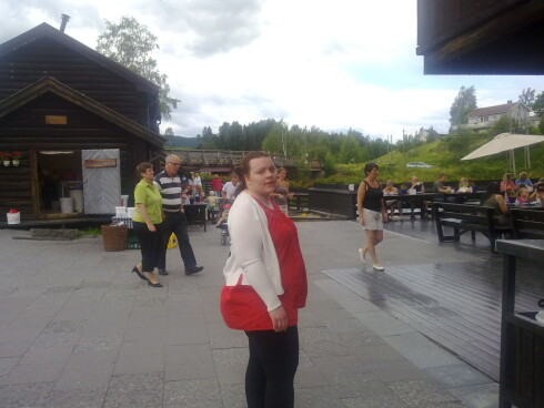 UNG OG TUNG: Janne veide 132 kilo da hun lot seg slankeoperere.  Foto: PRIVAT/SE OG HØR