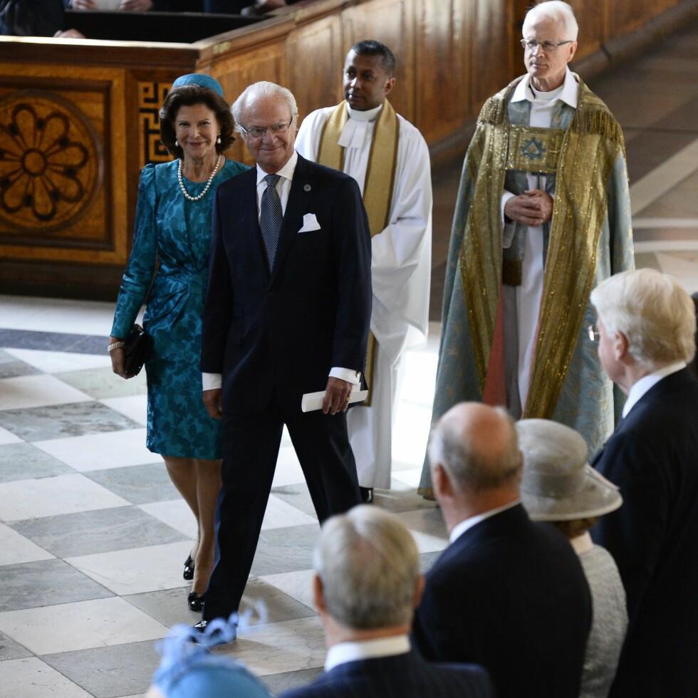 INNE I VARMEN: Kong Carl Gustaf og Silvia skal ha blitt svært irritert da de fikk vite at favorittpresten ble mobbet av ansatte ved hoffet. Foto: TT NYHETSBYRÅN