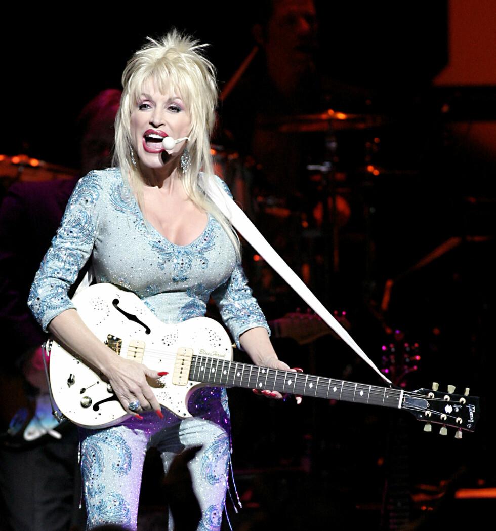 <strong>ELSKER JOBBEN:</strong> Dolly Parton valgte karrieren fremfor å få barn. Det har hun aldri angret på.  Foto: NTBScanpix