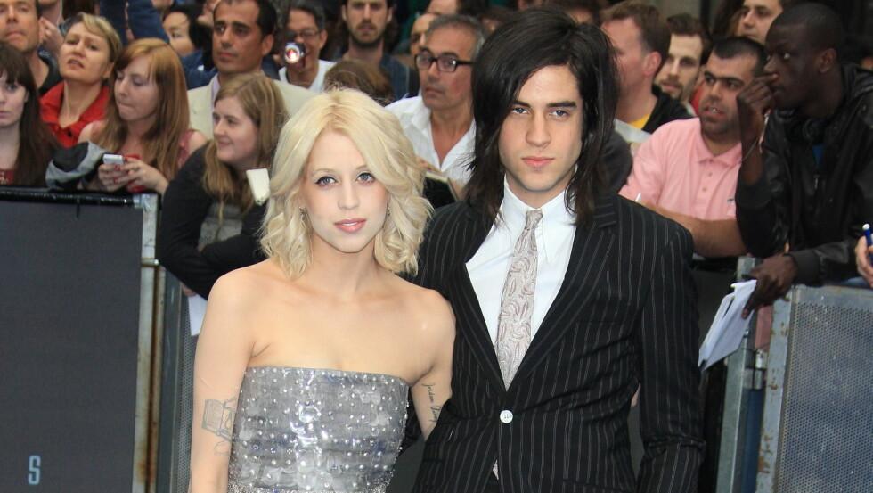 TOBARNSMOR: Peaches Geldof ble bare 25 år. Hun ble funnet død i sitt eget hjem i Kent, England 7. april i fjor. Her med ektemannen Thomas Cohen på en filmpremiere i 2012. Foto: NTB Scanpix