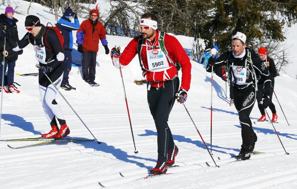 SPORTY: Kronprins Haakon og rundt 13 000 andre skiløpere gjennomførte Birkebeinerrennet 21. maris i år. Her passerer han Midtfjellet på Sjusjøen. Dette er første gang kronprinsen har deltatt på rennet. Foto: NTB scanpix